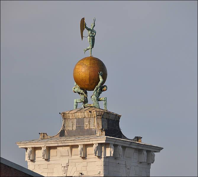 dogana-di-mare-statues.jpg