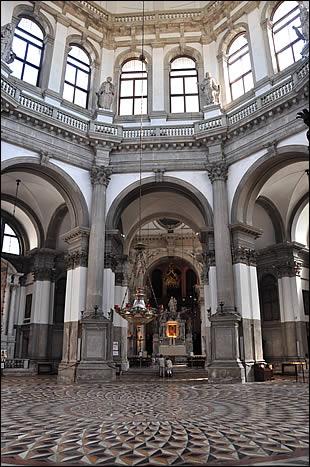 Vue intérieure de Santa Maria della Salute