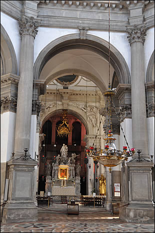 Vue du maître-autel de Santa Maria della Salute